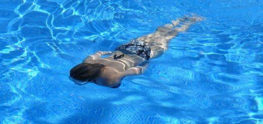 Zwembad af laten dekken